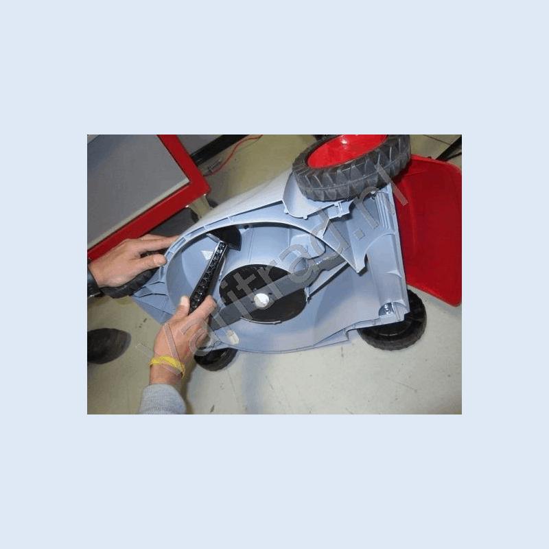 Scraper 360, veilig uw messen , maaidekken en de kanalen van zitmaaiers en motormaaiers reinigen