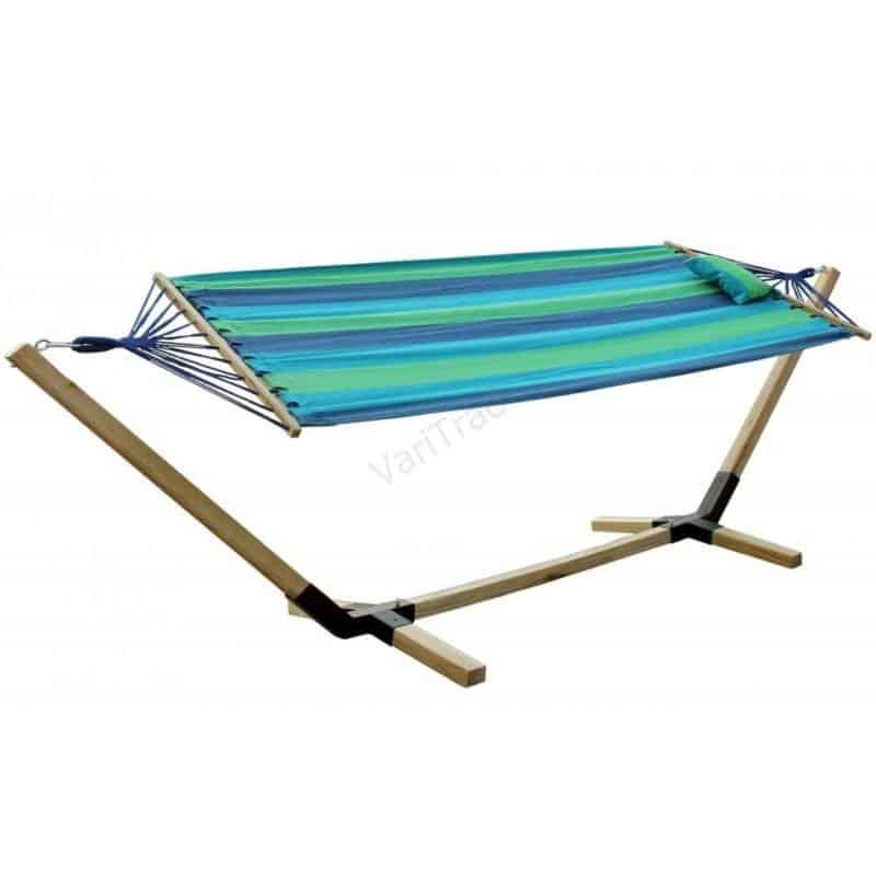 Hangmat met houten frame en bont gekleurd katoenen doek