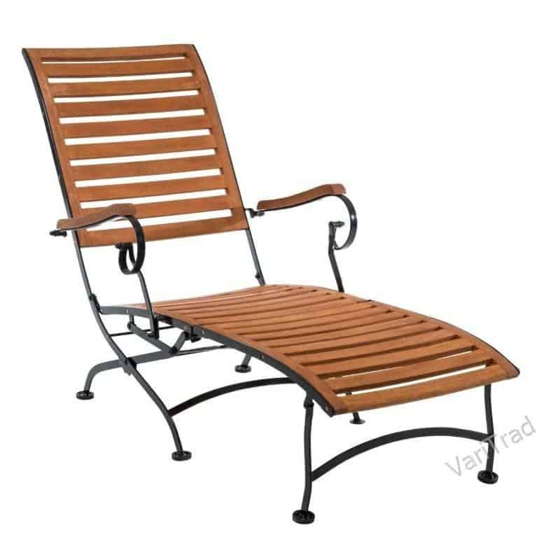 Houten ligstoel deckchair van eucalyptus grandis 100% FSC met smeedijzeren onderstel.